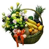 Фруктовые корзины с цветами